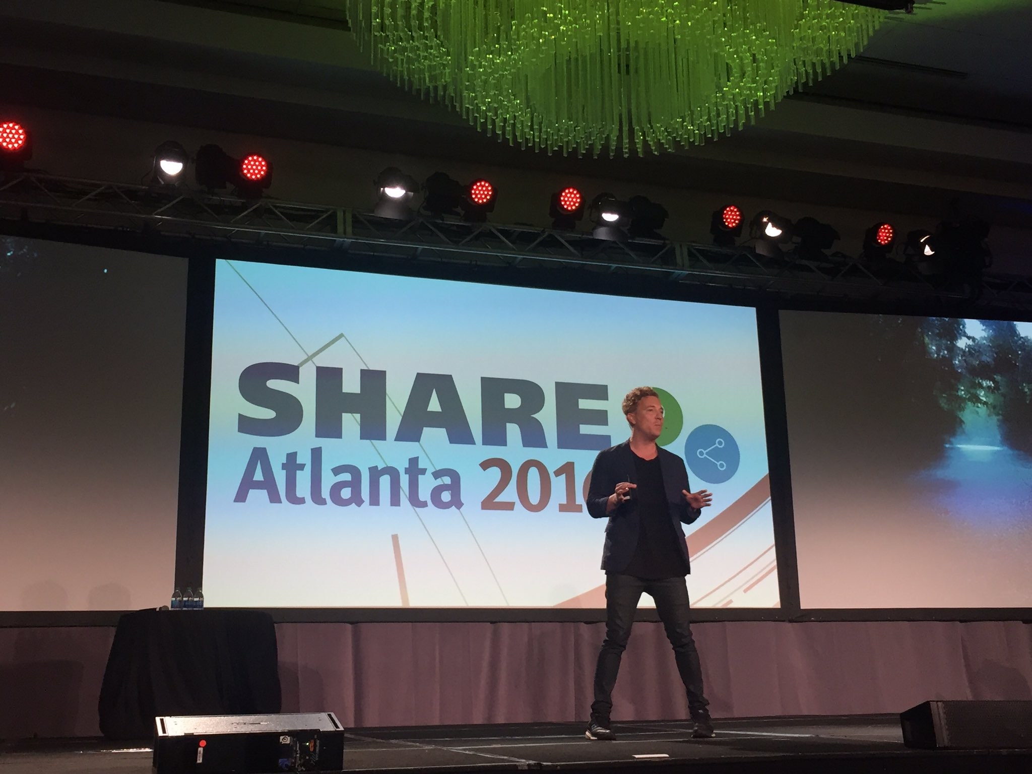 .@shanesnow tricking us with lateral thinking #SHAREatl https://t.co/tK16kiGnlm