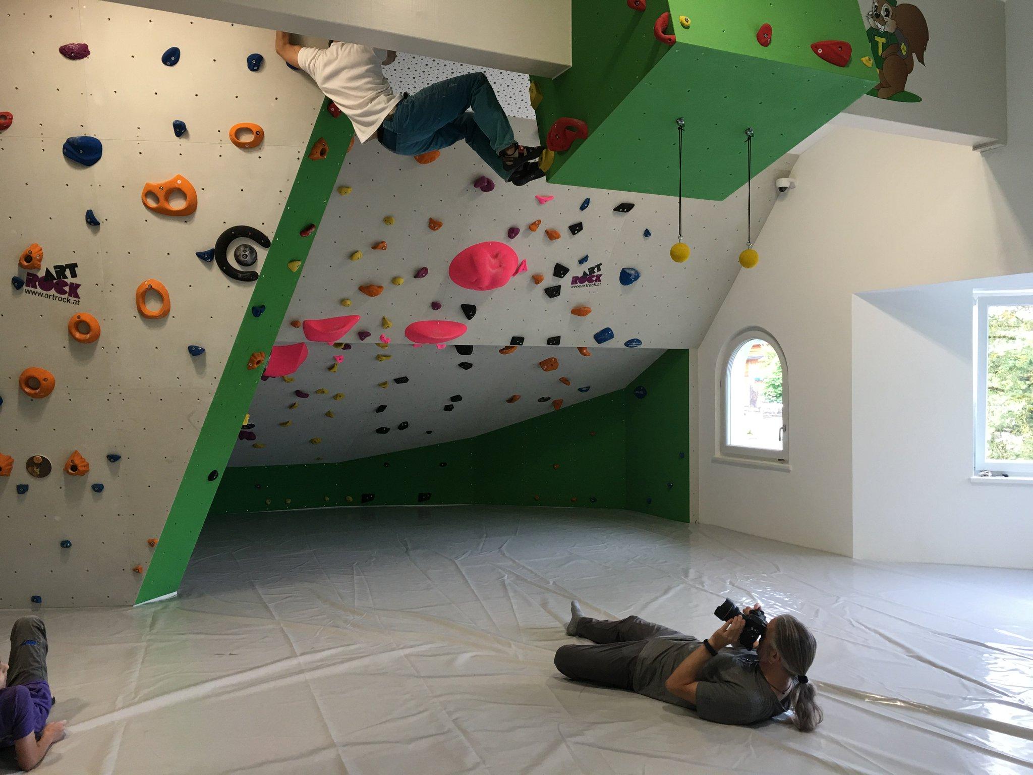Der @HDRmeurer macht es sich heute bequem... in der Kletterhalle #meurers #TannheimerTal https://t.co/iCJMhPupE4