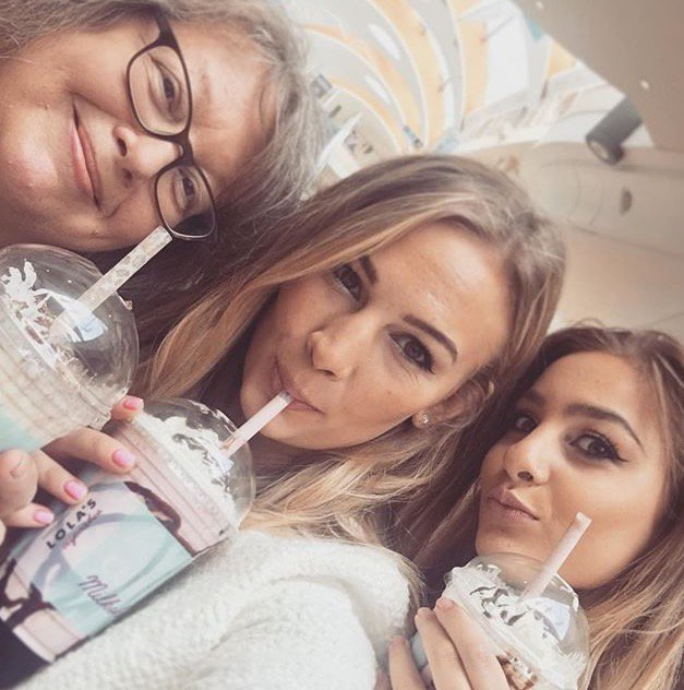 Because the Saccones have been tucking into our cupcake milkshakes and we can't get enough of @AnnaSaccone