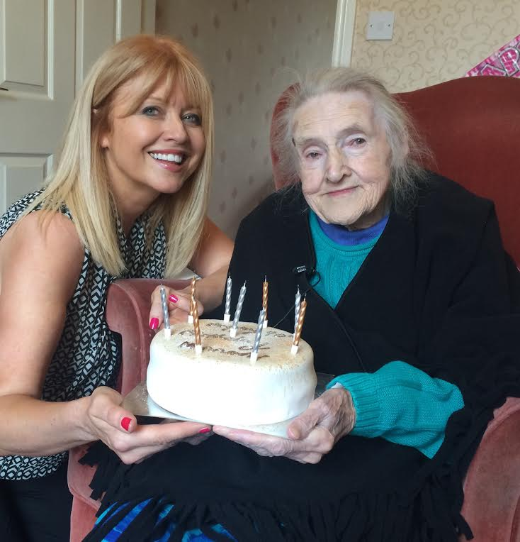 Happy 90th Birthday to the 1st Lady of the Dales on #YorkshireDay! Catch up with  #HannahHauxwell @itvcalendar at 6. https://t.co/n3SewJ4yod