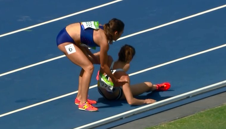 What sportsmanship from Abbey D'Agostino and New Zealand's Nikki Hamblin, helping each other after 5000m heats fall. https://t.co/71dYWd8FBc