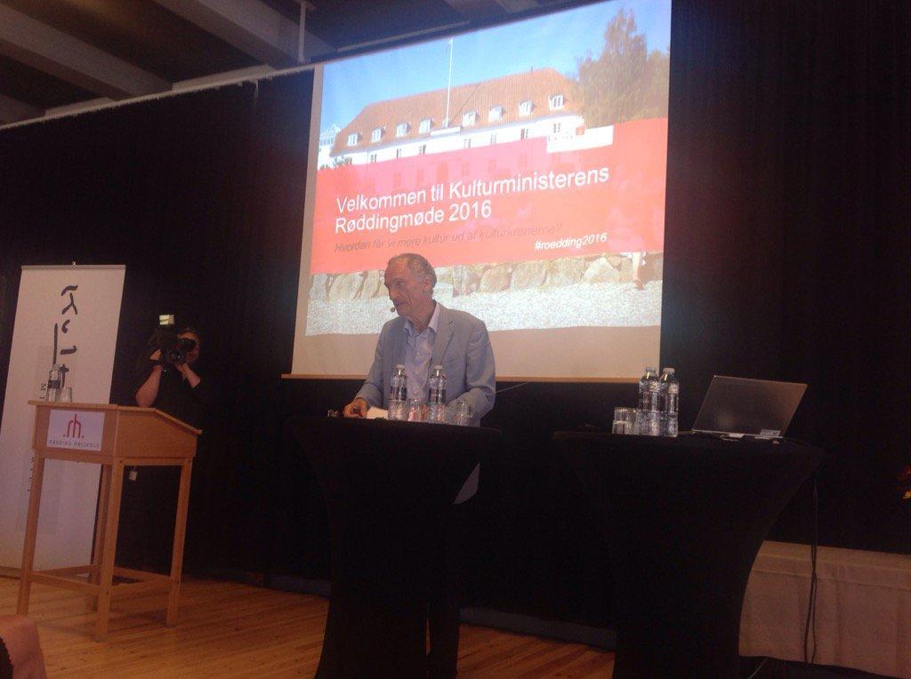 "Kulturminister Bertel Haarder åbner ""Slaget om kulturen"" på Rødding Højskole #roedding2016 https://t.co/lRTaJkWjfu"