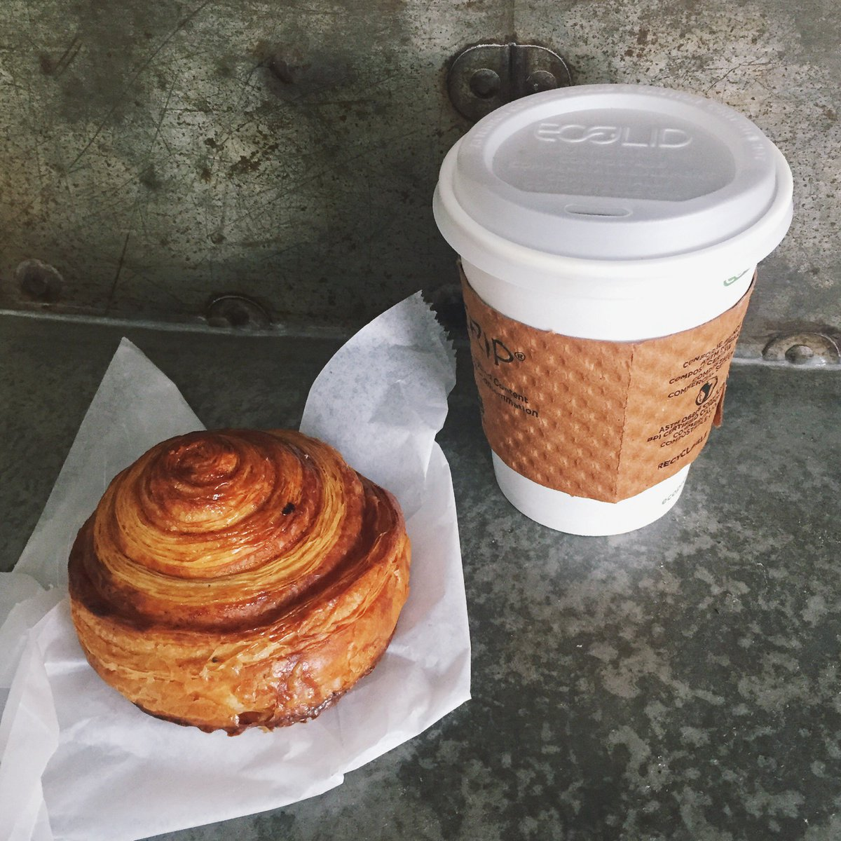 Kick off your morn w/ an Easy Start: small coffee + any pastry for $5 Mon-Fri 7-11am!   #easystart #pastry #coffee https://t.co/ZNWVtfDshK