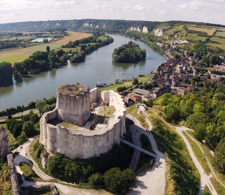 5 Of The Most Stunning #Castles In #France https://t.co/4K36vhORuO   #Travel #TravelTips https://t.co/VxI1iTNdM0