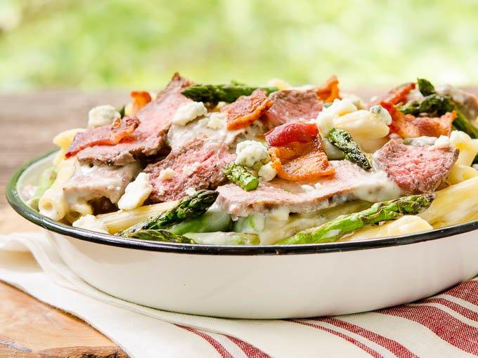 Beyond tasty Creamy Blue Cheese Pasta with Steak and Bacon. Recipe: https://t.co/zecMELMhkv #SundaySupper https://t.co/K1d6QS8vzF