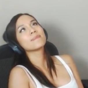 twitch girl gamer faps on stream