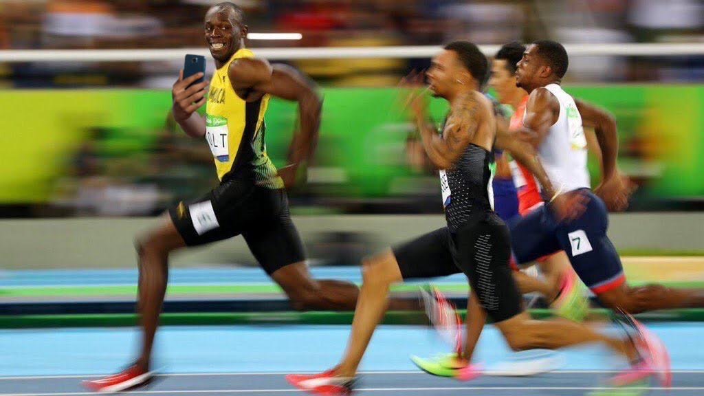 Usain Bolt is so cool he even took a selfie before crossing the line. #Rio2016 https://t.co/6A2GhV8CX9
