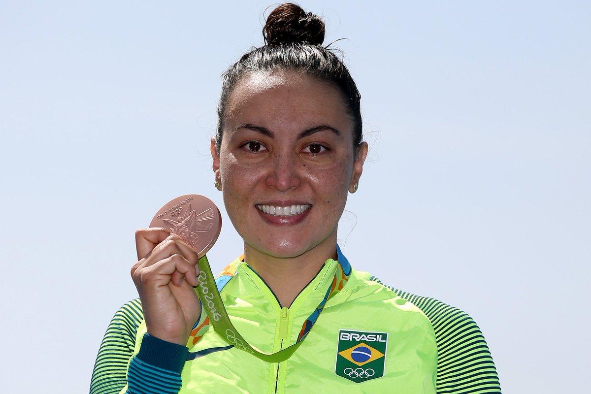 """#MaratonaAquática """"Eu mereci essa medalha. Construí em cada dia, cada treino. Só quero agradecer toda a torcida"""" https://t.co/h9n6y6osK1"""