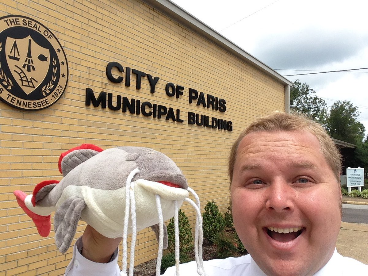 Mike mcclanahan on twitter cityhallselfie in paris tn home of mike mcclanahan on twitter cityhallselfie in paris tn home of the worlds largest fish fry what a might fine prop bestprop seelgl publicscrutiny Images