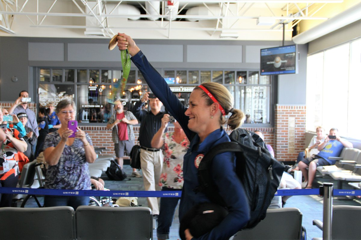 Welcome home @k_armstrong! #GOLD3N https://t.co/NLWdQeoUKg