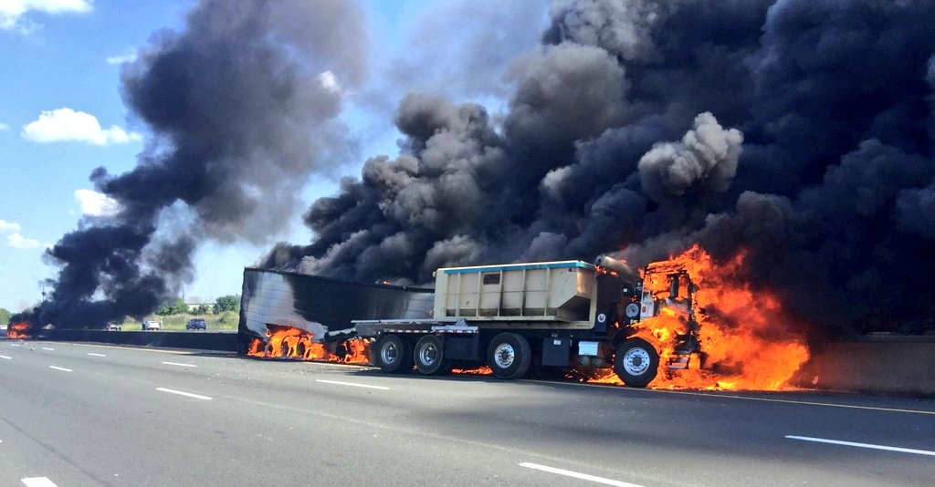 Crash involving 2 tractor trailers & pickup truck with fire on the QEW Toronto Bound near Fruitland Road.  #HamOnt https://t.co/sFdM1oRjyb