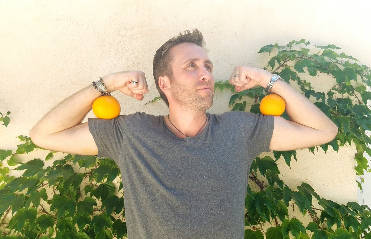 Take a fruit or veggie selfie w/ #DrinkGoodDoGood & @NakedJuice donates 10 pounds of produce. #sponsored https://t.co/rOMw6TrpF7