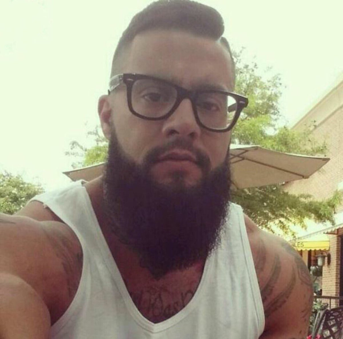 Melbourne friends, I need your help. Does anyone know this guy: Ceasar, 34, 6'6, business owner in Sth Melb area? > https://t.co/nxMmxcEzVH