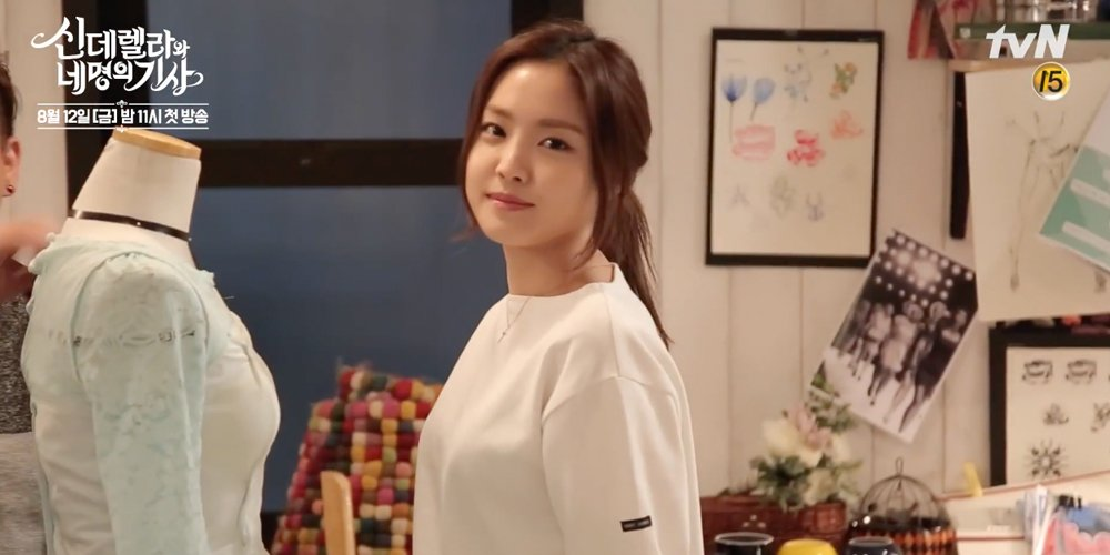 A pink naeun is full of aegyo in new behind the scenes clip of