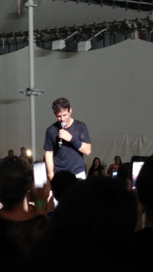 Be still my teenage heart @joeymcintyre #NKOTBConeyIsland https://t.co/s1q7GBH0NN