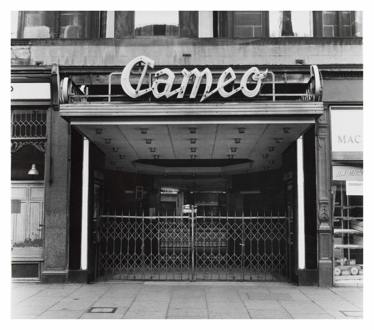A pictorial history of going to the pictures in Edinburgh @CameoCinema @Filmhouse https://t.co/gEIq1XFnwi https://t.co/aOwrzQLRJQ
