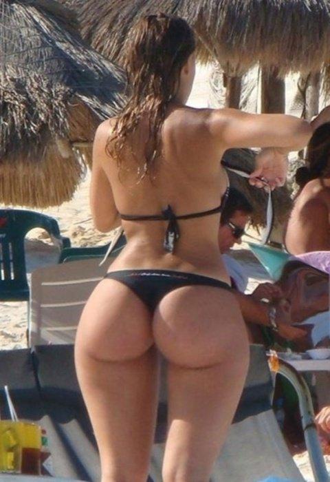 bikini-thong-candid-girls-wearing-panties-bending-over-naked