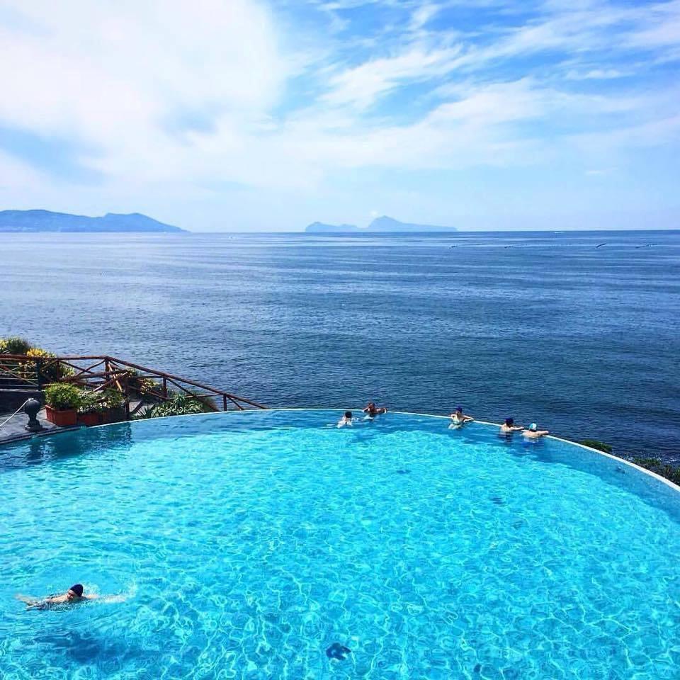 """Piscina A Torre Del Greco manolo del grosso a twitter: """"splendida piscina sul mare,a"""