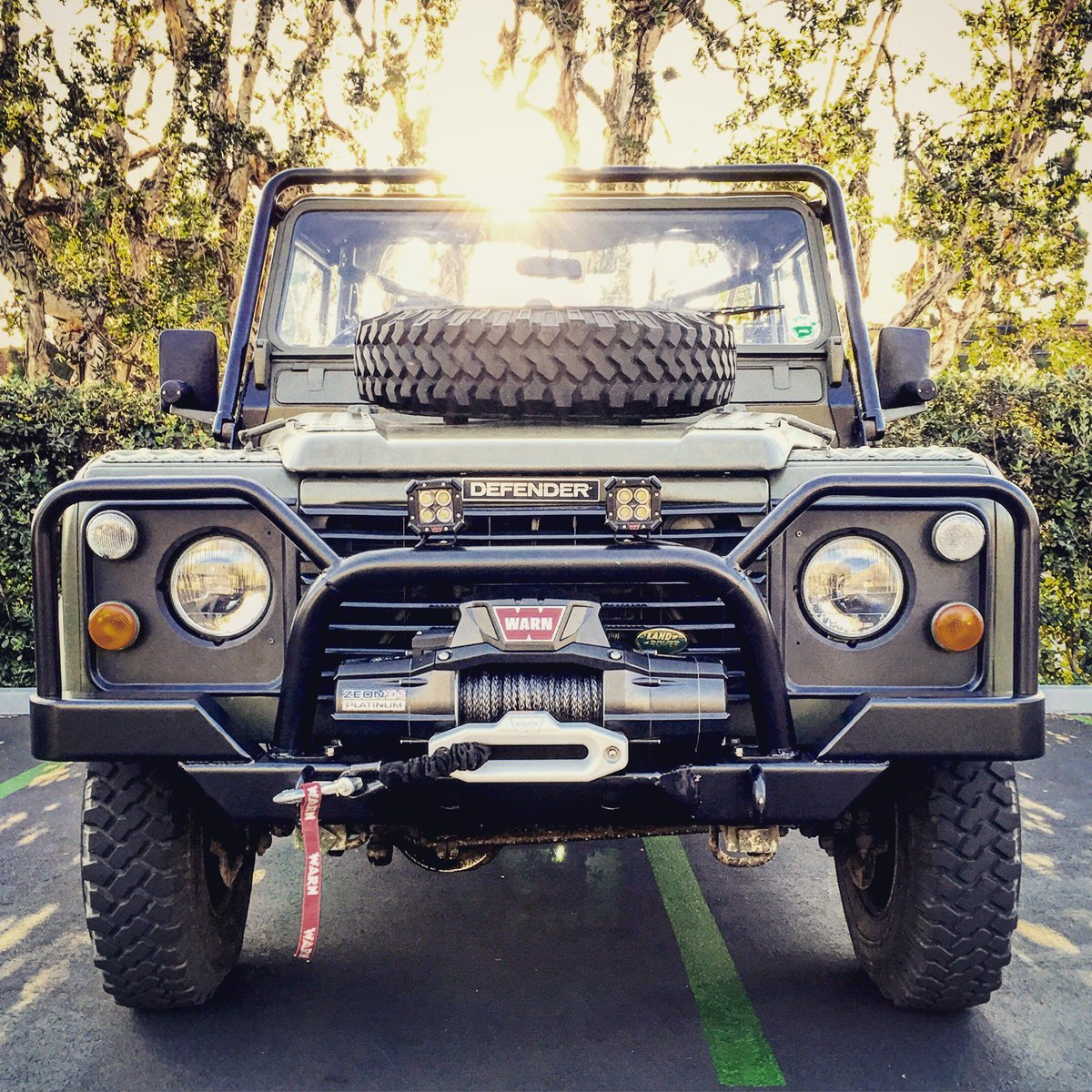 Old-school cool meets high-tech innovation: Defender + WARN ZEON Platinum & LED Lights. via @NickJaynes #GOPREPARED https://t.co/bR6AombDaS