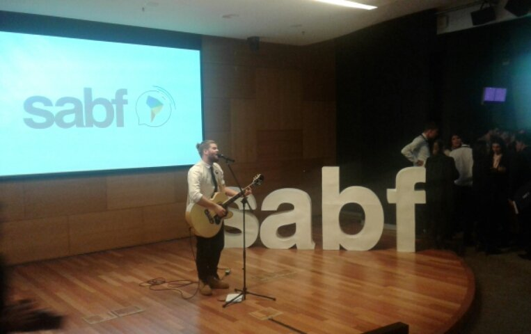 Momento musical en el #SABF2016 con Vicente Venancio. https://t.co/ZwwigMtypt