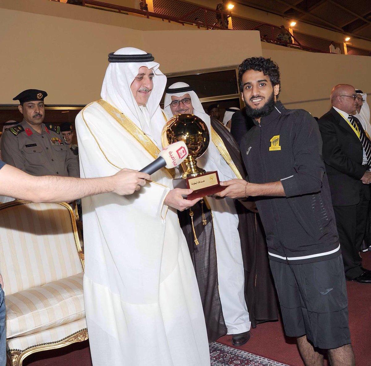 فهد الأنصاري جائزة افضل لاعب وعبدالرحمن الغامدي هداف البطولة الدولية الودية في تبوك