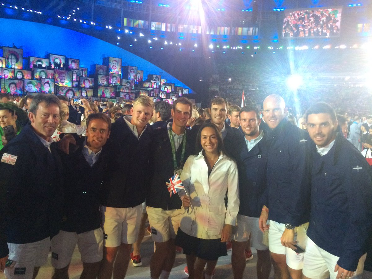 An amazing and unforgettable experience! @TeamGB tennis at the opening ceremony! https://t.co/k0pNxEiYJx