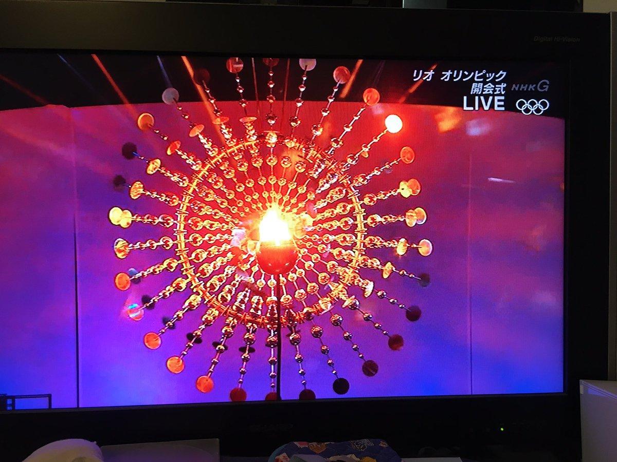 でも、この聖火台、いままでのどれよりも好きかも!  かっこいい!  #リオ五輪 https://t.co/bAu5xnj23P