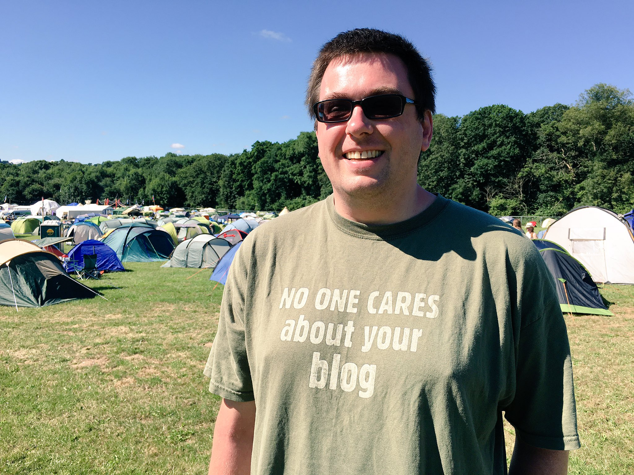 Admiring @Ormiret's t-shirt at #emfcamp  (Have you seen my blog?) https://t.co/XL6Kc5HGnX