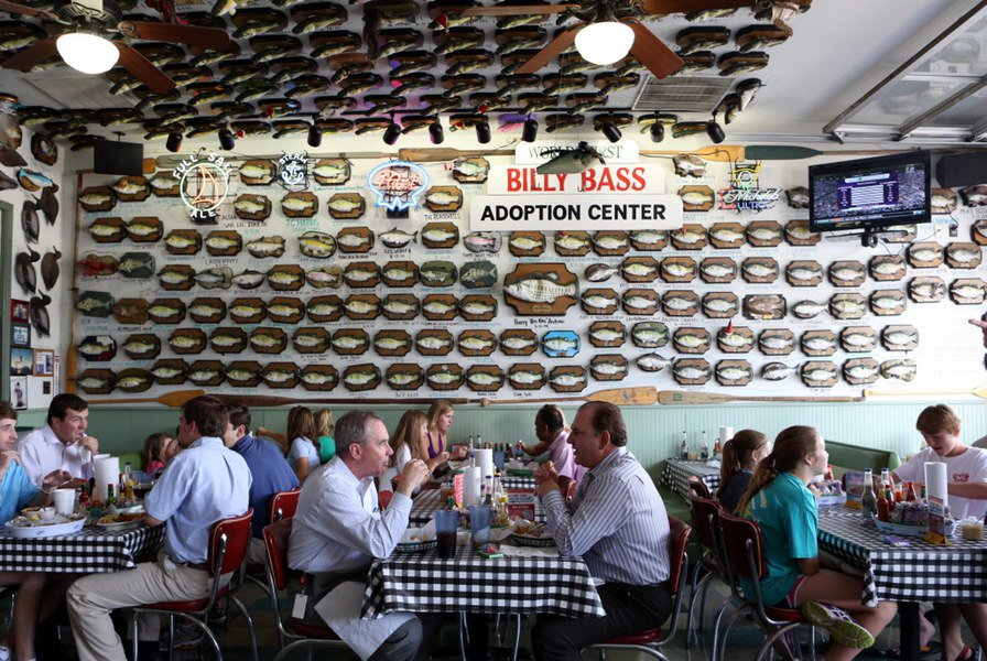 New flying fish restaurant brings fast casual seafood to for Flying fish dallas