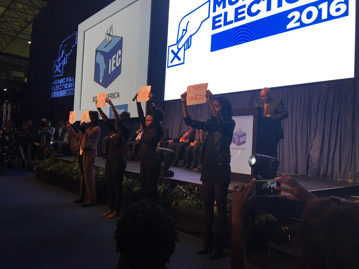 Holy crap - as Zuma stands at the @IECSouthAfrica podium, some young women remind us of his previous indiscretions. https://t.co/bhLSlBlNhm
