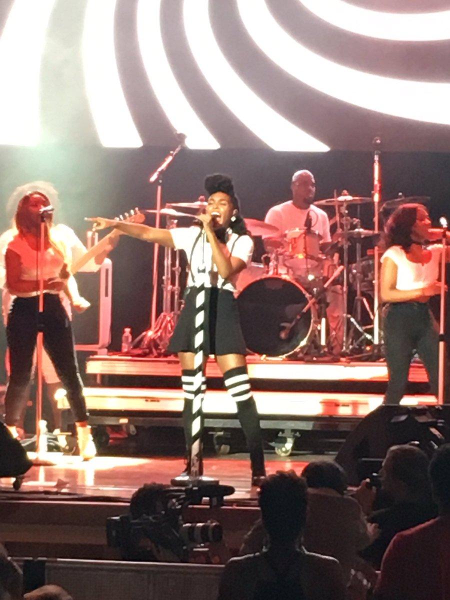 @JanelleMonae is giving great stage!!!! #ssfmpp #2016 https://t.co/BzUbiirmcY