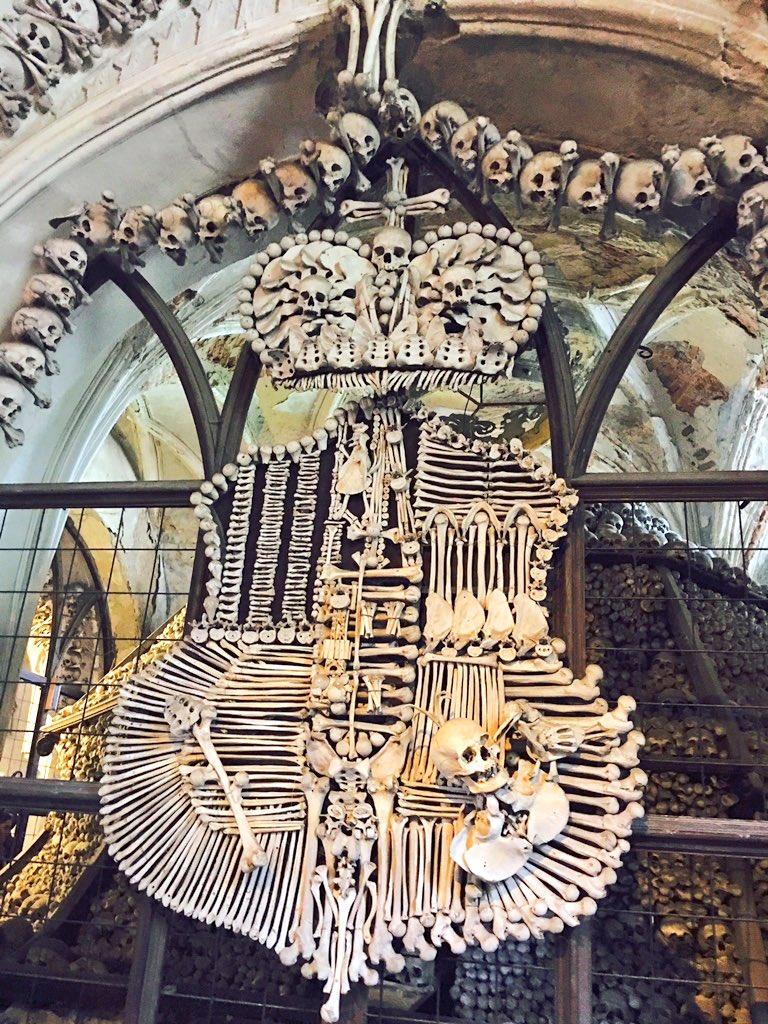 クトナーホラという街にある、世界遺産の人骨教会 https://t.co/9WYwygby8i