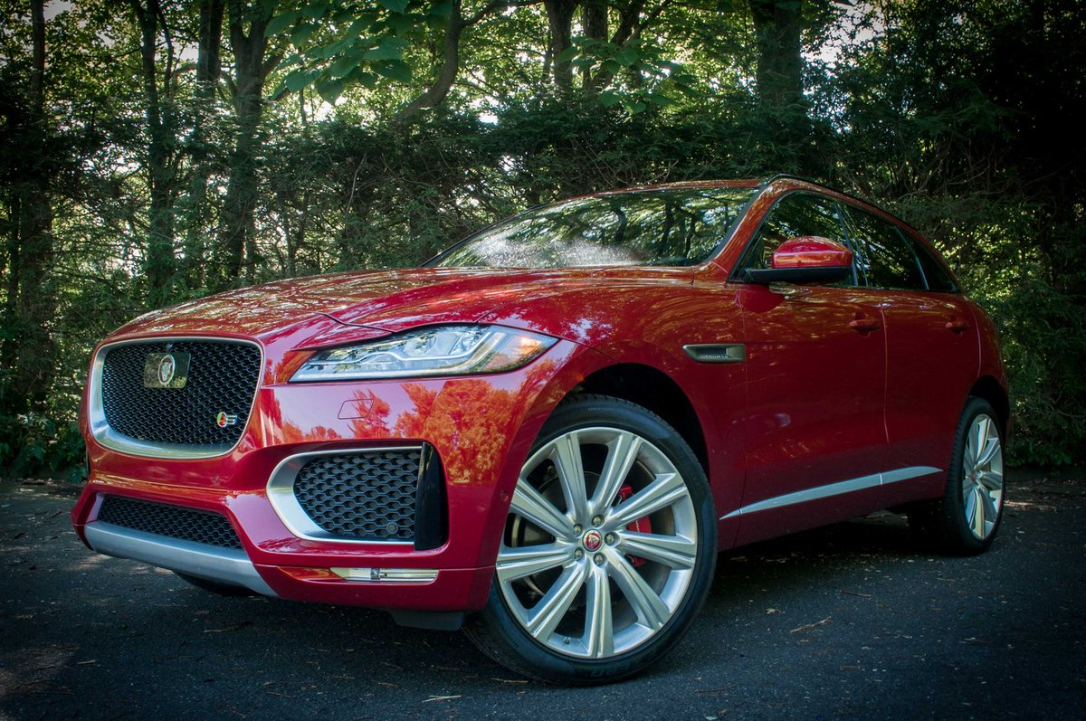 Can Jaguar's brand-new F-Pace SUV compete with Porsche's Cayenne? Our reviewer says yes. https://t.co/VYZZteg08M https://t.co/5QlEb4IugR