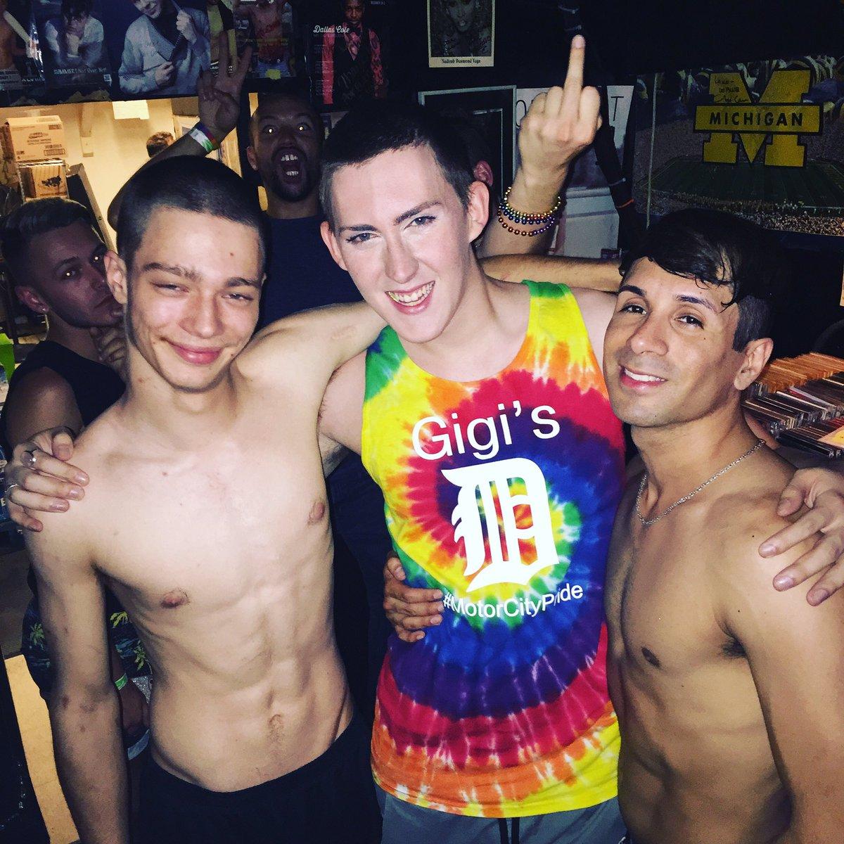 Detroit gay bars