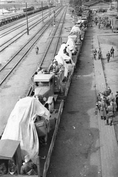 вам сибирские поезда идут на фронт фото смеется надо мной