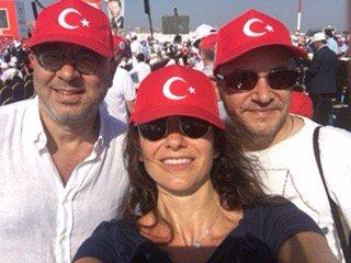 Şalom bugün Demokrasi mitingindeydi.Detaylar bu hafta Şalom'da https://t.co/lVBUg5JCN2