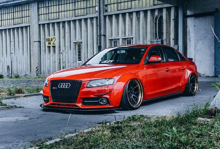 Audi RS4???? https://t.co/rJBqhXq04s