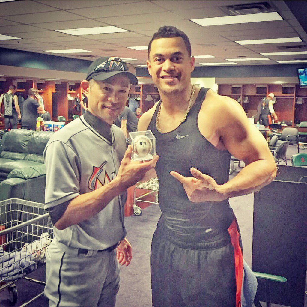 Ichiro shows off his 3,000th hit to #marlins teammate Giancarlo Stanton @Giancarlo818 https://t.co/qNkGe6iErl