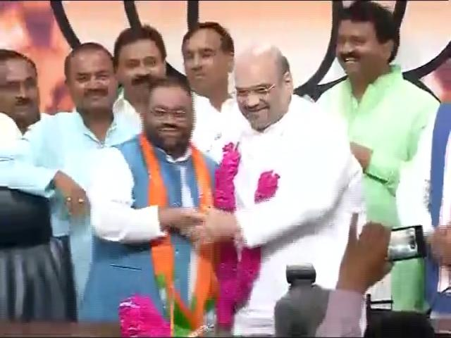 BSP leader Swamy Prasad Maurya joins BJP