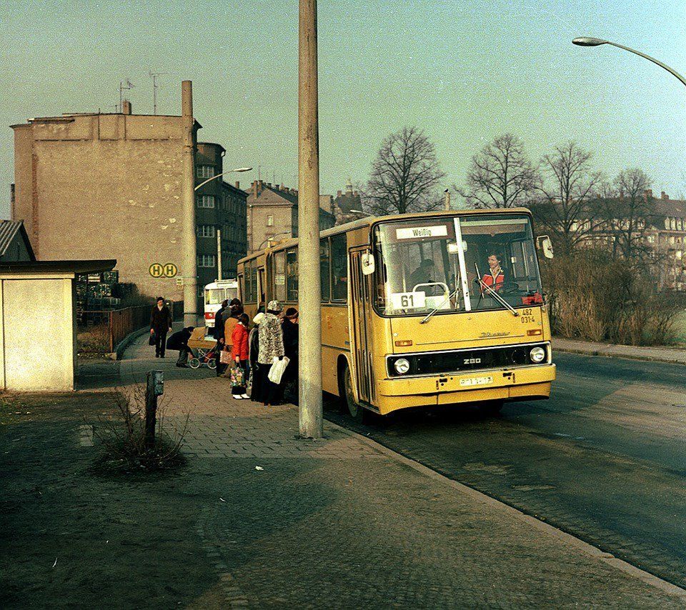 paula kirby on twitter life in the ddr bus stop in dresden 1980 via. Black Bedroom Furniture Sets. Home Design Ideas