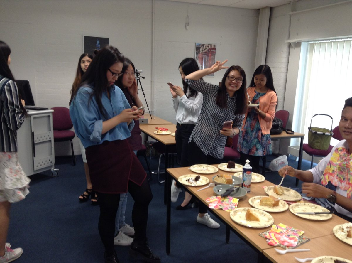 Our Masters Foundation students enjoying some well earned cake last week post presentations. #studyintheuk #UCLan https://t.co/Tx057Xc7oK