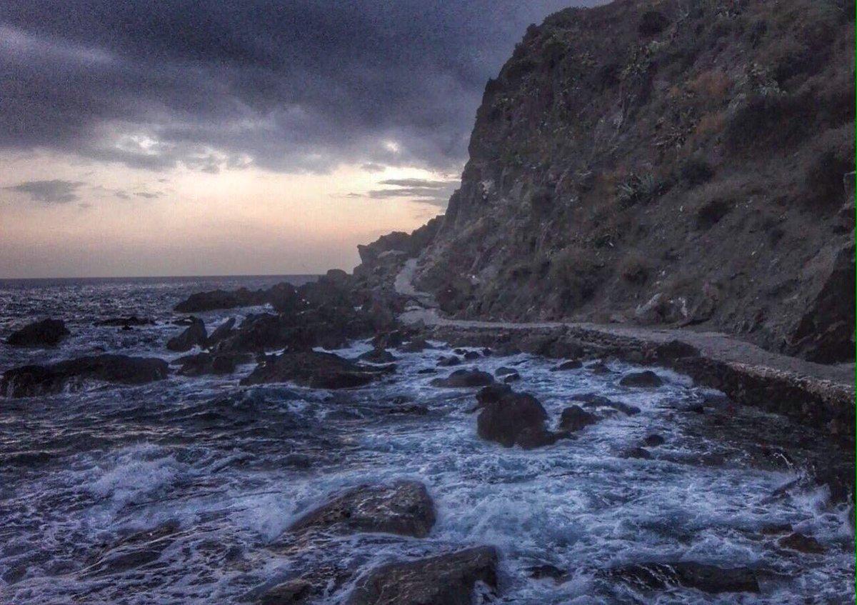 El poder de la marea está en cada una de sus olas...#atardeceresenlaplaya #Costatropicalpic.twitter.com/rVYjc2Tt1Q