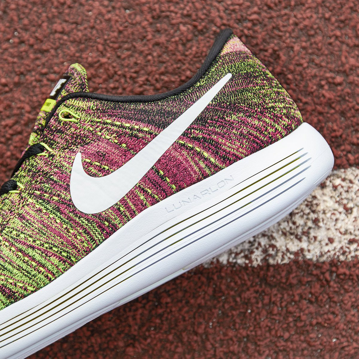 fc185e21a518 Eye-catching style with performance to match. The Nike  LunarEpic Low  Flyknit