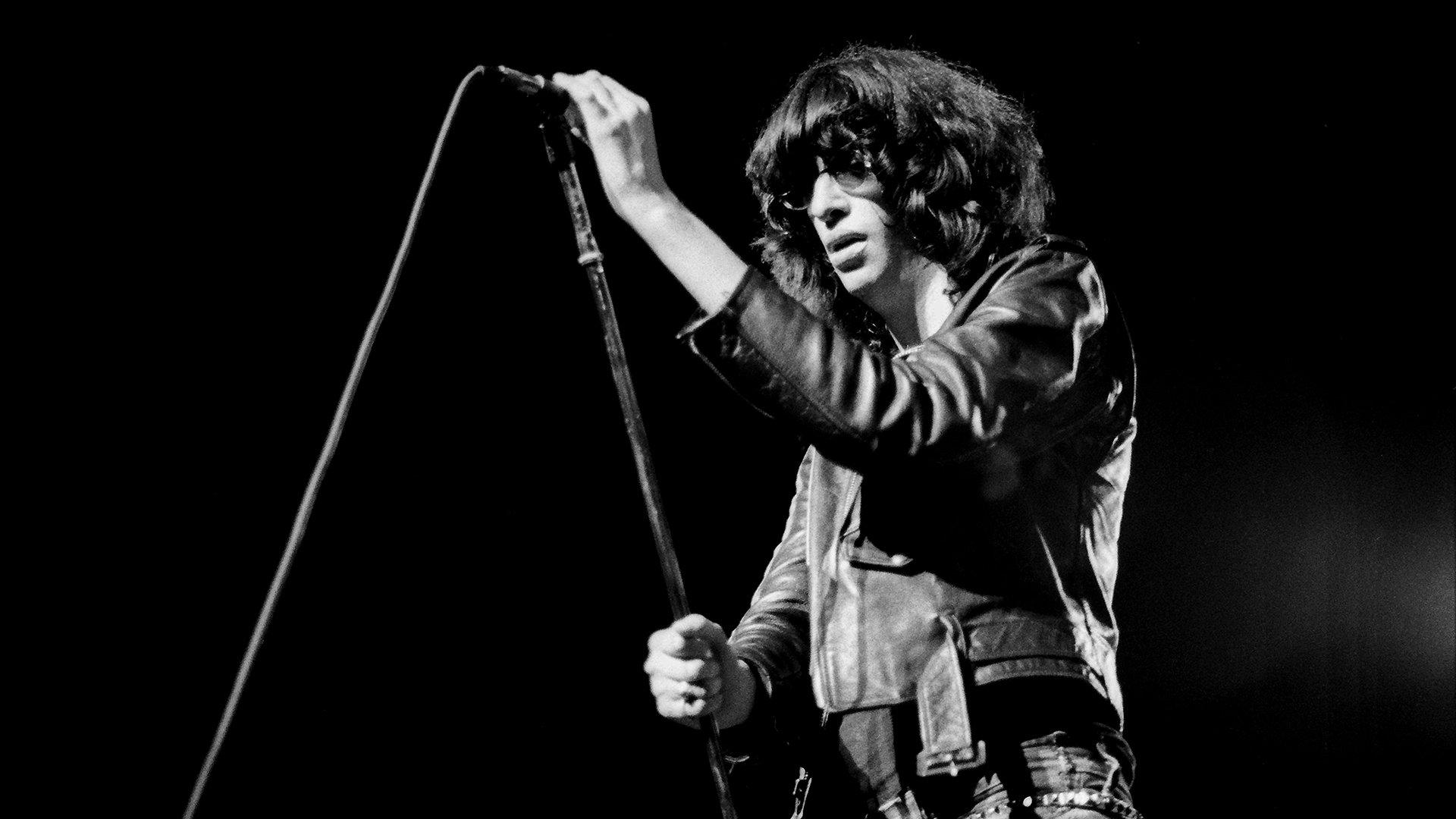 Joey Ramone. Un grande, alguien que cambió lo establecido. Formó parte de la banda de Punk Ramones. #Punk #Ramones https://t.co/oDZbcRe2Z2