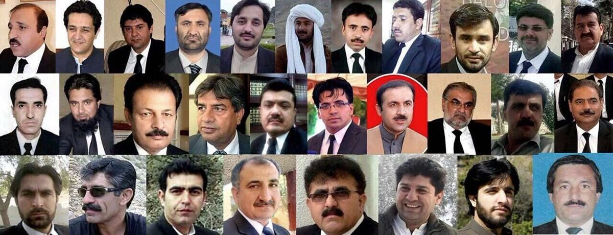 Photo of lawyers killed in #QuettaAttack shared widely on Twitter.Many mourning a'generation of lawyers'#QuettaBlast https://t.co/1rXPd42659