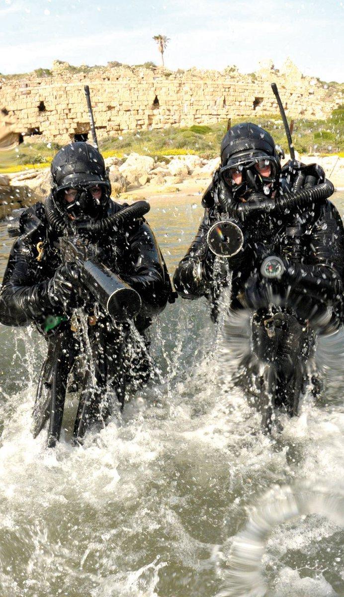 """وحدة النخبة البحرية في الجيش الإسرائيلي: """"السرية 13"""" ........Shayetet 13 Cp_BdSwWcAIibUM"""