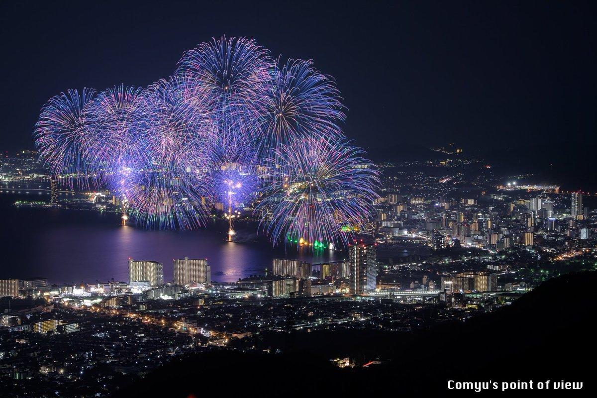 """""""2016びわ湖大花火大会""""よりもう1枚。  個人的にはこの花火が一番好き!よーく見ると青から紫に変化しているだけでなく、緑も入ってるんですね〜。まさに芸術。  #東京カメラ部 #Nikon https://t.co/EVashcRuJB"""