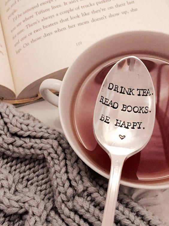 It's our day! Happy #NationalBookLoversDay! May it be filled with wonderful reads, hot drinks & cosy reading nooks https://t.co/z32qMo07x0
