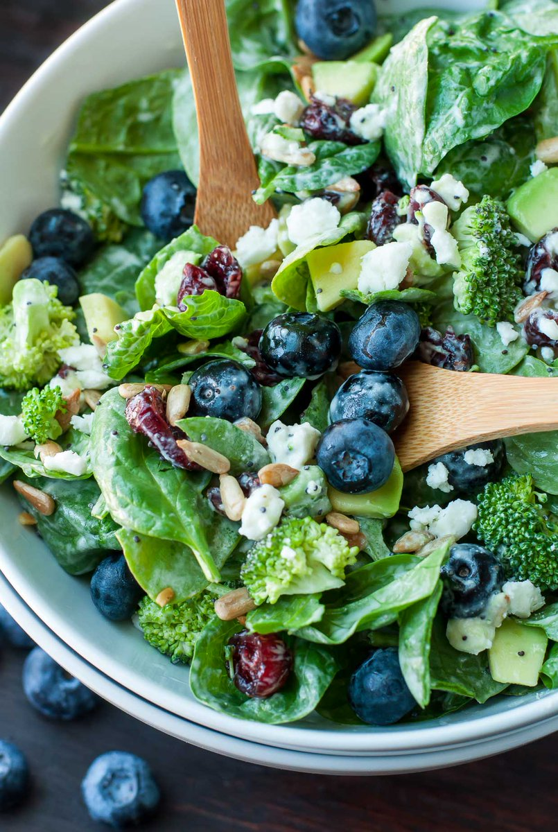 Blueberry Broccoli Spinach Salad with Poppyseed Ranch Dressing -- THE BEST! https://t.co/ENk9AV4e9r https://t.co/2eC0Qwktxj