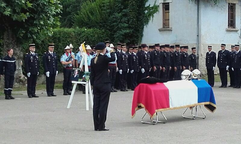 Honneurs funèbres à B.GEMET, sapeur-pompier volontaire décédé en service commandé en #Savoie